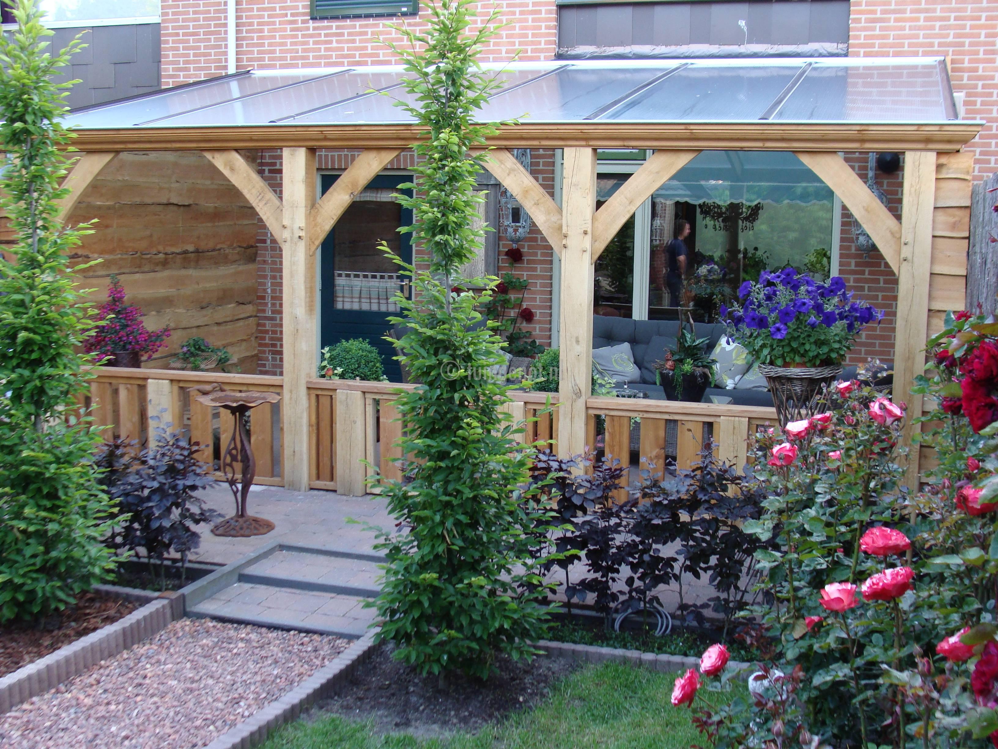 Tuingenot 49 eiken veranda met robuuste hek enkhuizen - Decoratie binnen veranda ...