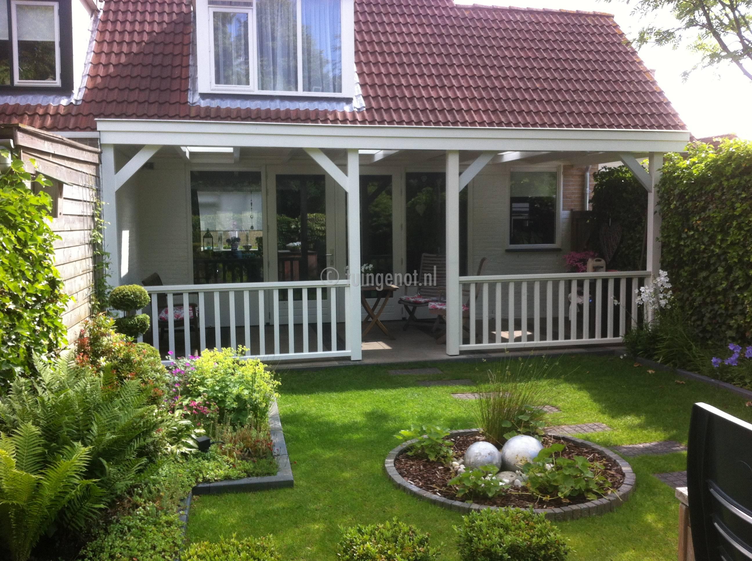 Tuingenot veranda met hekwerk for Houten veranda